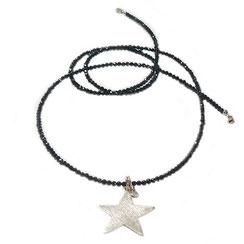 lange schwarze Kette mit großem Sternanhänger. Halskette, Spinellsteinkette. Handgefertigt. 925 Silber.