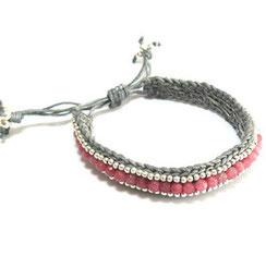 Sommer Armband aus einer Kombination aus Makramee und farbenenfrohen Schmuckperlen. Sommmerarmbändchen in Makramee-Technick geknüpft.