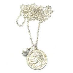 Auffällige Gliederketten.Lange Silberkette, Damenkette mit großer Silber Münze. Masiver 925 Silber Münzanhänger, rund.