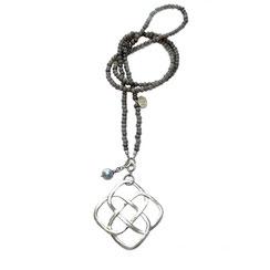 Schmuck Anhänger Knoten.Lange Halskette mit XL keltischem Knoten.  Endlos Liebe Knoten Symbolschmuck, Kette mit Glücksbringer unendlichem, endlosen großen Knoten aus 925 Silber.