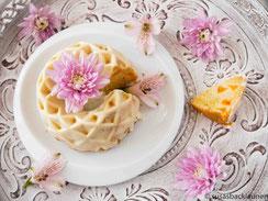 Minikuchen mit Aprikosen und weißer Schokolade