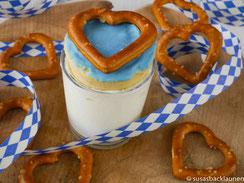 Biercreme mit Minicupcake und Laugenherzen