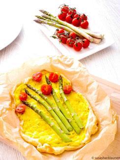 Flammkuchen mit grünem Spargel und Kurkumacreme
