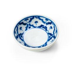 Rundes Gewürzschälchen aus thailändischem Porzellan. Mit blau-weißem Ananas Blumenmuster.