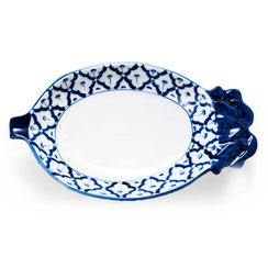 Ananasförmiger Thai Teller aus Porzellan. Erhältlich mit blau-weißem Blumen-Motiv.