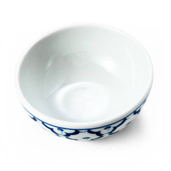 Schale aus thailändischem Porzellan. Mit blau-weißem Ananas Blumenmuster.