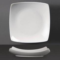 Quadratischer Teller mit geschwungenem Rand aus weißem Porzellan Olympia. Ideal für die hohen Ansprüche in der Gastronomie.
