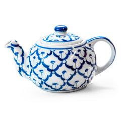 Teekanne aus thailändischem Porzellan. Mit blau-weißem Ananas Blumenmuster.