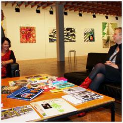 Claudia Jansen und Kirsten Klöckner in der Ausstellung BeuteKunst I+II in der Akademie der Künste, Berlin 2013
