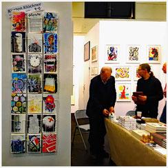 Kirsten Klöckners Wunschpostkarten am Stand der Edition Staeck, art Cologne 2017 (Klaus Staeck, Stefan Staeck, Rolf Staeck v.l.n.r.)
