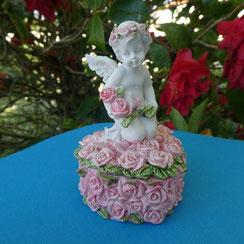 chérubin assis sur coeur rose avec des roses boite dents ou bijoux site alain rivera