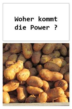 Dieses Bild zeigt eine Kiste mit Kartoffeln als Symbol für die Kraft der Nahrung für Körper. Geist und Seele.