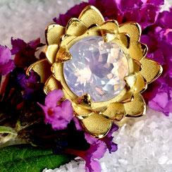 Lavendel Amethyst an Lotusblume