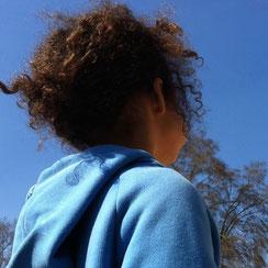 Je veux me sentir bien dans mon habit, pouvoir courir, danser, jouer et dessiner ou . . juste regarder les nuages passer