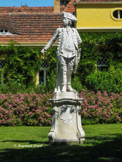 statue of frederic the great at sanssouci