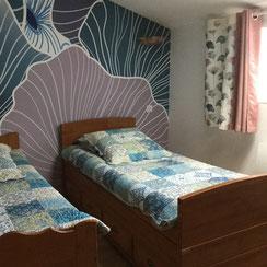 chambre fleur 2 lits 1 pl chez la petite marie, gîte à Moncoutant 79