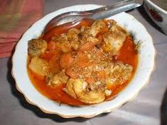 チキンカレー:鶏本来の歯ごたえと味わいが楽しめます。