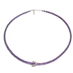 Handgefertigte Edelsteinkette. Dünne Amethyst Halskette. Moderne kurze iolette Steinkette mit Herzanhänger.