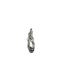 Für all unsere tanzende Ballerinas ...ob klein oder groß...  feiner kleiner dreidimensionaler ausgearbeiteter 925 Sterlingsilber Ballettschuh Anhänger für Halsketten.