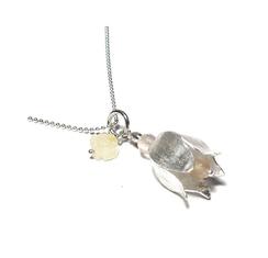 Halskette lang. Blüten Design in Silber. Feminine, elegante Blütenkette.