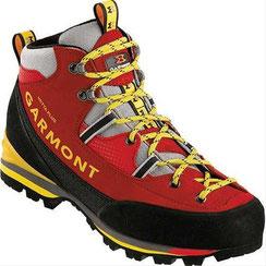 una moderna scarpa da ferrata