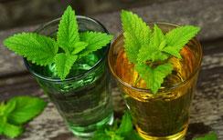 Tee als Hausmittel gegen Bauchschmerzen