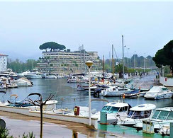 Buy luxurious apartment in Playa de Aro, near the sea, on Costa Brava, Port