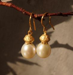 Unikate aus weißen Perlen mit gutem Lüster