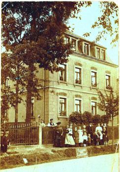 Lotzdorf, Badstraße 55.  Aufnahme von Robert Hennig Radeberg von 1909
