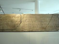 Castra Regina, Lagertorinschrift von 179 n. Chr. vom einstigen Osttor (Porta principalis dextra)