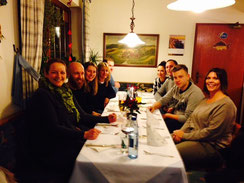Simone, Alex, Kathrin, Diana, Matthias, Dani, Manu,  Luis, Angelika - warten aufs Essen.