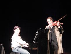 Robert C. Marley als Sherlock Holmes mit Sascha Gutzeit
