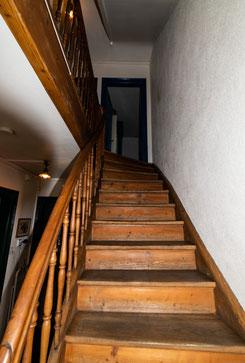 Einblick in die WG ANDOH AG: Unser charmantes Treppenhaus. Quelle: Selbst erstellt.