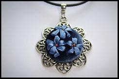 Schmuckanhänger mit blauen Blumen Kettenanhänger Anhänger