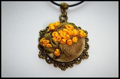 Schmuckanhänger mit kleinen gelben Blumen Kettenanhänger Anhänger
