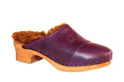 sabot suédois pour l'hiver et pour femme, en deux parties de cuir mauve et doublure en laine de mouton, sur une semelle de 5 centimètres de hauteur
