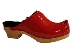 Sabot suédois d'hiver pour femme, en cuir vernis rouge. C'est très chaud et très confortable