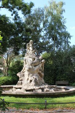 Skulptur am Perelsplatz in Friedenau, Berlin. Foto: Helga Karl