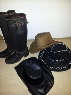 Stiefel,Gr.39.-,Fr.9.-,Cowboyhüte Fr.7.-