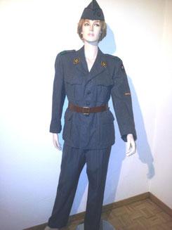 Militäruniform, HerrenGr.44, Für Damen ca.Gr.40, Fr.42.--