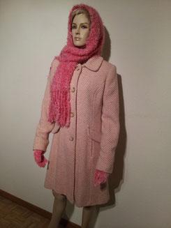 Mantel mit Schal und Handschuhen, Fr.29.-