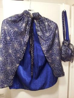Spinnen-Umhang mit Tasche, Fr.13.-