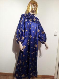 Kleid mit Kragen, Fr.29.-, Maske Fr.4.-