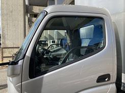 施工例3(施工前)働く車の運転席ガラスへのスモークフィルム貼り【カーフレッシュ新潟】