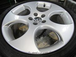 フォルクスワーゲン ポロ GTI の純正アルミホイールのガリ傷・擦りキズのリペア(修理・修復・再生)前のホイール写真