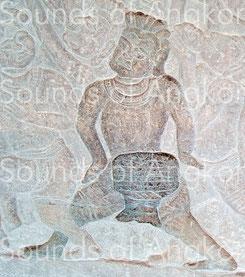 Tambour en tonneau sur support. Angkor Vat, Galerie nord. Victoire de Krishna sur l'Asura Bāna. XVIe s.