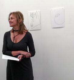 Claudia Dichter präsentiert das Künstlerprojekt von Nora Schattauer