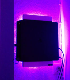 Wandhalterung Wandmontage Playstation PS4 slim Halterung wall mount LED Beleuchtung beleuchtet