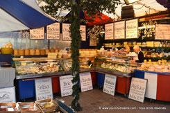 Voyage - stand de fromages français au Viktualienmarkt de Munich