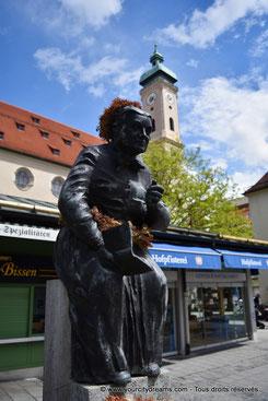 Munich - fontaine dans le Viktualienmarkt